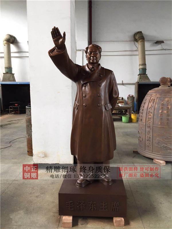 广场伟人铜雕.jpg